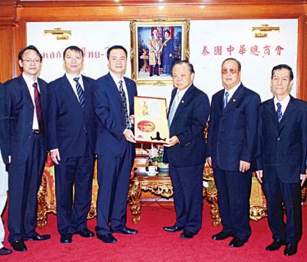 吴毓青副会长率团访问中华总商会介绍第六届APEC中小企业技术暨展览会的概况