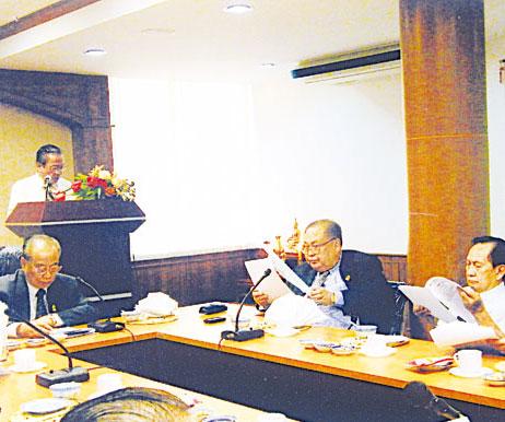 中华赠医所召开第六次理事会议马文清理事长主持会议报告会务及财务概况
