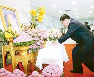 宗联首长恭祝皇上圣体安康黄汉良郑钦杰一行卅多人前往诗里叻医院签名