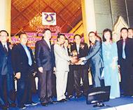泰国华商联合商会举行联谊聚餐会王志民理事长主持餐会商助阿隆功作专题演讲