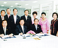 商联总会领导恭祝皇上圣体安康方汉标主席及许健智等前往诗里叻医院签名祝贺