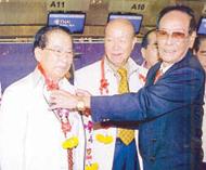 中总代表团前往上海参观世博会庄镇雄副主席前往机场为张朝江蔡礼任一行送行