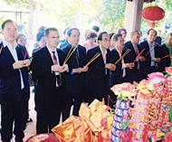 陈氏总会代表团前往漳州云宵谒祖陈静理事长一行在陈政墓园举行祭拜仪式