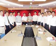 潮南区代表团访问青年商会李桂雄林史蒂谢崇通热情欢迎陈练生部长一行