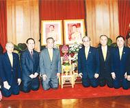 泰国潮安同乡会首长签名恭祝皇上张建基理事长一行续往中国大使馆贺年