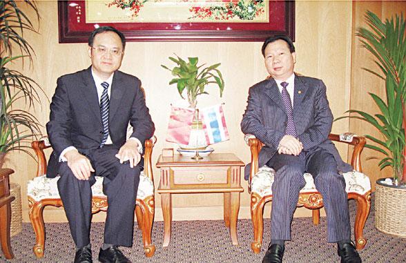 中国―东盟博览会代表访青商会 林嘉南副会长与农融副秘书长一行亲切座谈