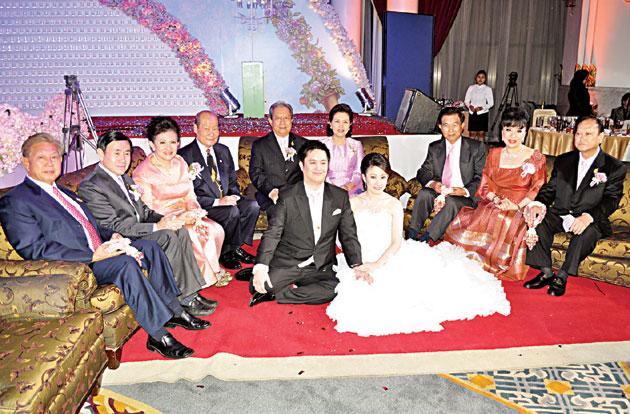 侨领徐瑞营令长郎婚礼隆重 枢密院大臣素拉育上将主持婚宴仪式