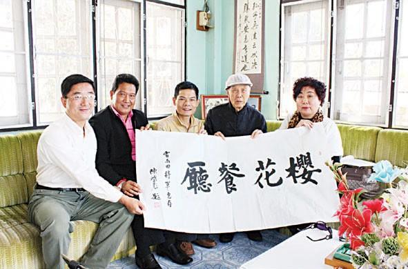 美斯乐举办虎年新春激光演出晚会100对新人山上举办集体婚礼欢庆情人节