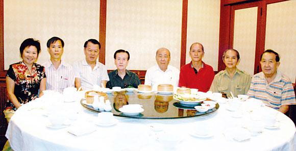 工商总会设席宴请新闻界友人郑继烈主席感谢众位编辑对总会活动给予宣传报导