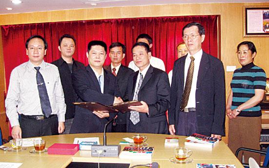 云南省侨联代表团访问青年商会郑树丰副会长与锺乔光主席签署合作交流意向书