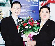 王创合主席率团赴华参观访问泰国中国商会主席苏锦选前往机场为代表团送行