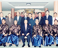 港头乡张氏家族总会举行春祭祀典张镇松理事长领导理事族亲举行三献古礼仪式