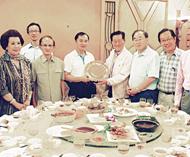 郑有英董事长率眷属回谒祖海南省侨办副主任张伟热情欢迎并宴请全团成员