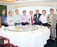 世界龙冈恳亲会十六日在加拿大举行张永吉会长将率泰国龙冈代表团赴会关信勋张炳华张盛财联合设宴为代表团饯行
