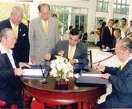 林氏总会领导签名恭祝皇上圣体安康林炳南林盛林连修林维平等联袂赴诗里叻医院签名
